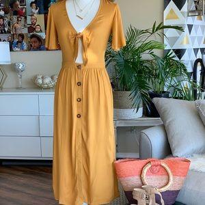 Dresses & Skirts - Sale⬇️🔥New Listing!🔥Mustard midi dress. Small